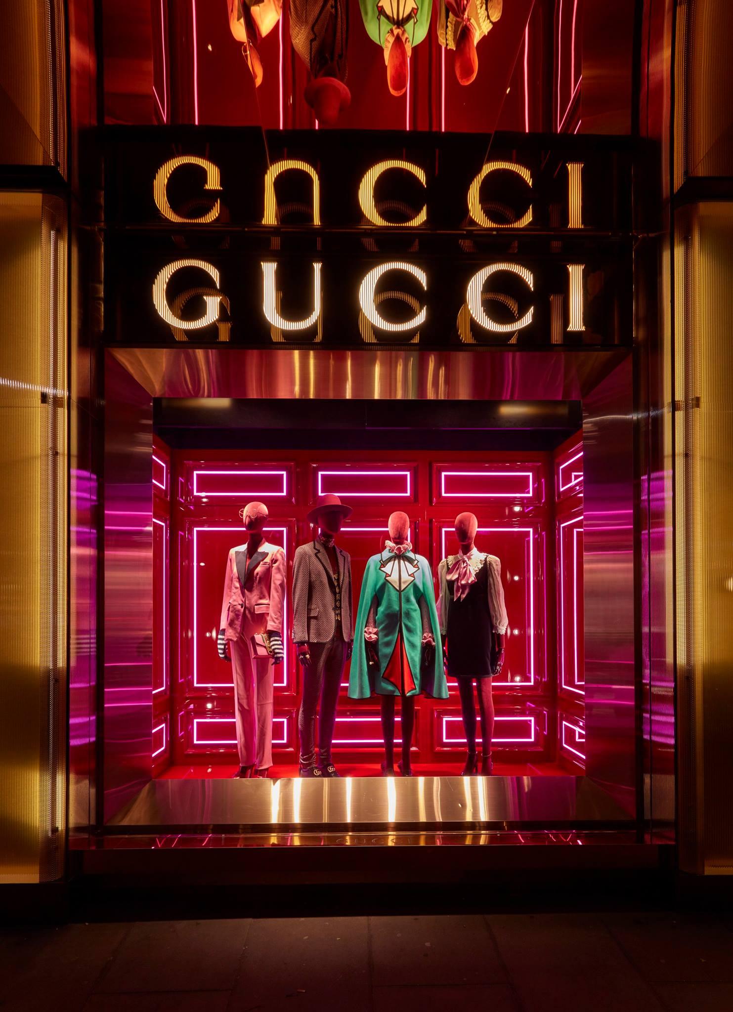 86dc29bd9adc Az ikonikus divatcég születését, szárnyalását és annak mélypontjait mutatja  be a Business Class Magazin, az alapító Guccio Gucci első rajzaitól Tom  Ford ...